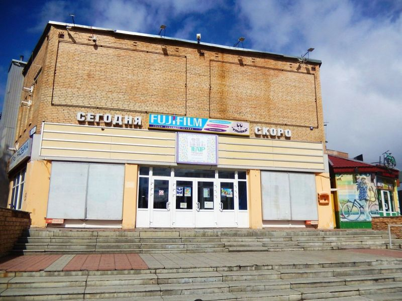 Theater of the actor and puppets Petrushka on 47 Lenin Avenue